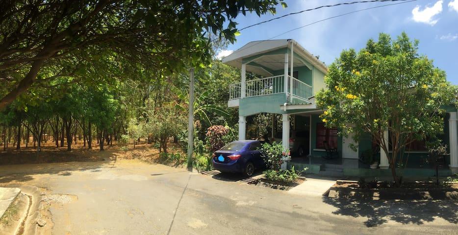 Casa de vinos - Managua - House