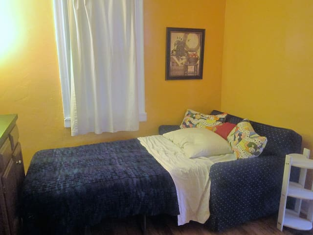 Small Town, Cozy Room - Boonsboro - Casa