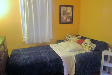Small Town, Cozy Room - Boonsboro - House