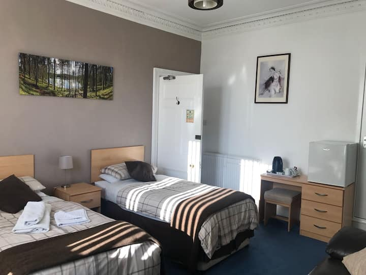 Twin room with shared bathroom 2 single beds