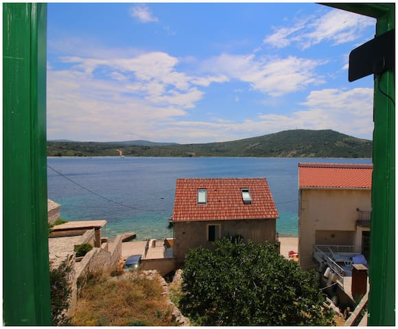 Studio apartment MAKOL by the sea in Primošten