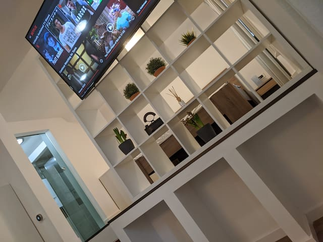 Fantablous Downtown Abode With All New Amenities