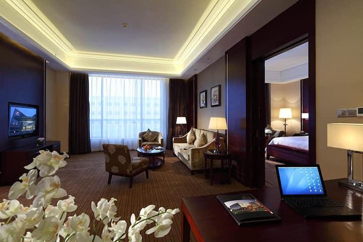 维纳斯皇家酒店(深圳国际会展中心麒麟店)