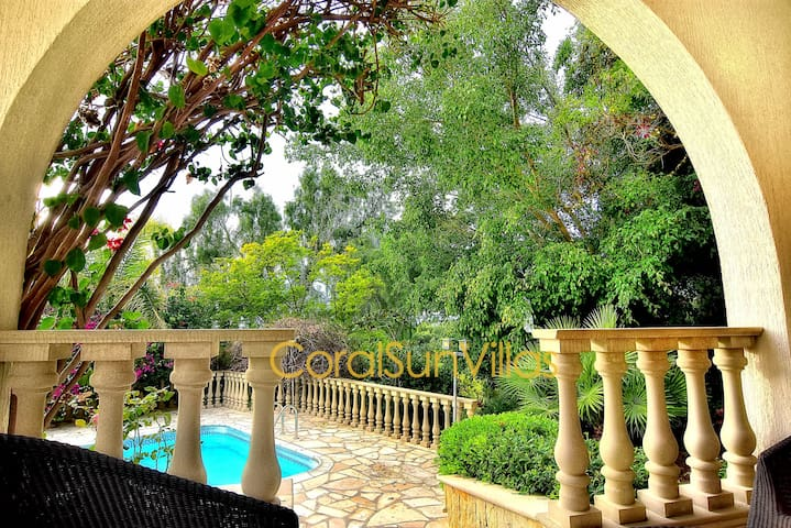 Deluxe Villa, only 250m to the Beach of Coral Bay