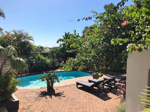 Umhlanga Poolside Cottage - 8 Gunda - WIFI & DSTV