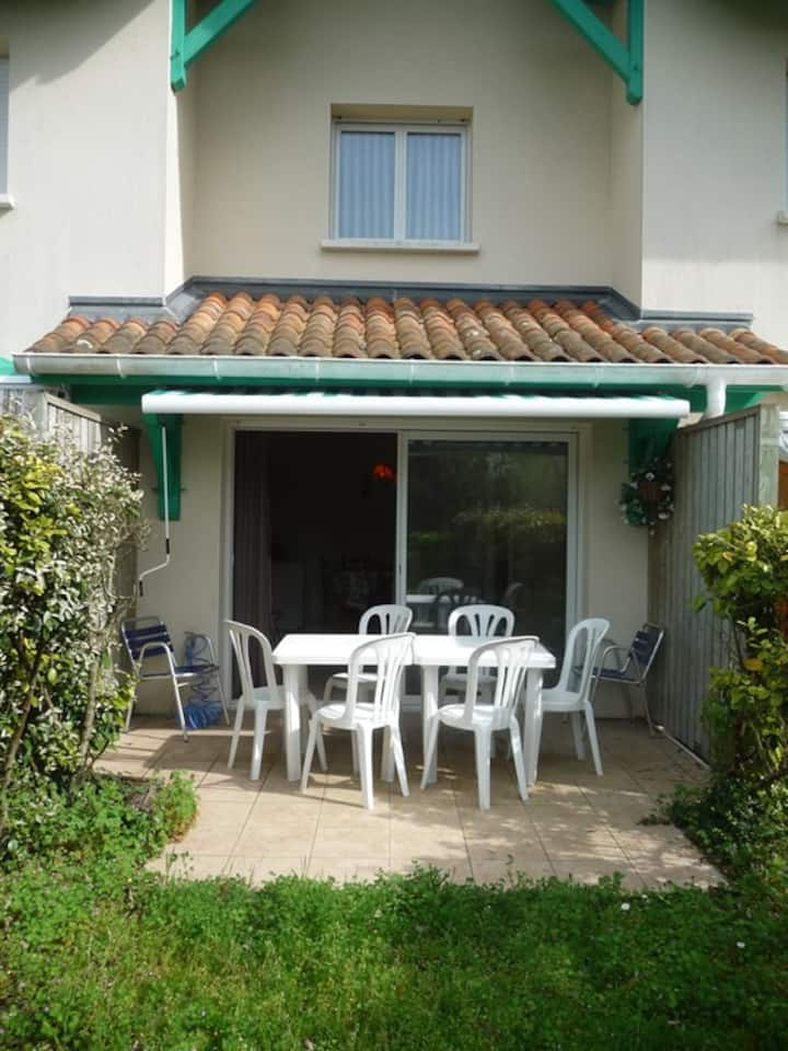 VIEUX BOUCAU, duplex for 6 in a quiet area