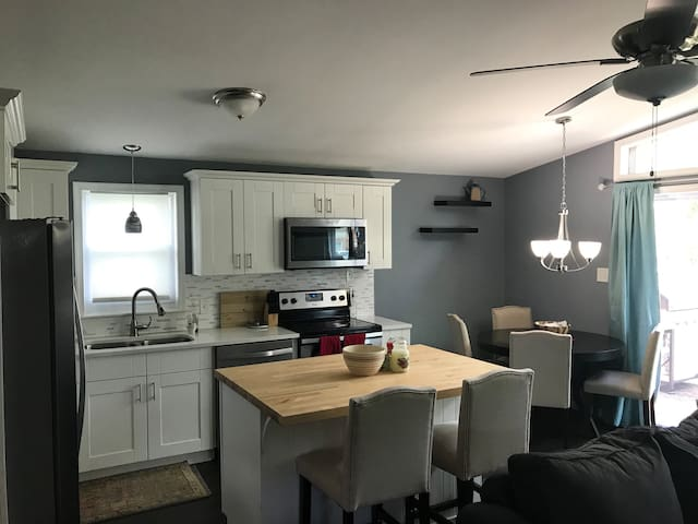Modern 1BR  w/ luxury kitchen off I-83 & route 30