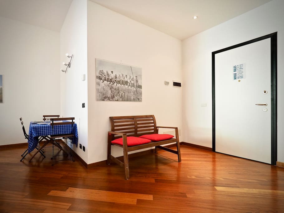 """David: """"Super close to the central train station, and extremely clean and tidy. Lots of room in the apartment, in a beautiful old building. Located on a nice little side street but very close to everything."""" ⭐️⭐️⭐️⭐️⭐️"""
