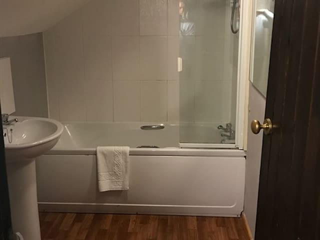 Double Room ensuite with bath at The Cridford Inn