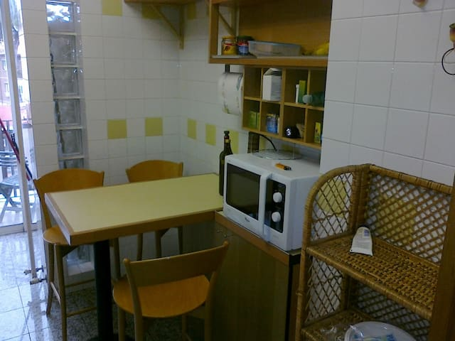 Cozy and cheap -Wi-Fi-Kitchen- Metro B San Paolo