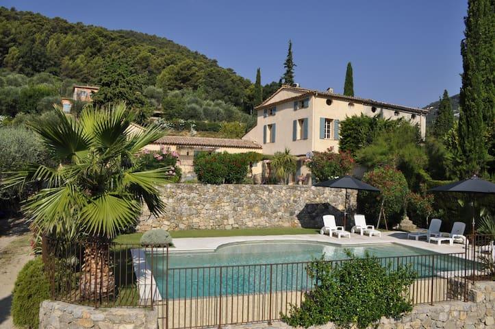 Ancien mas restauré 19ème siècle, piscine chauffée