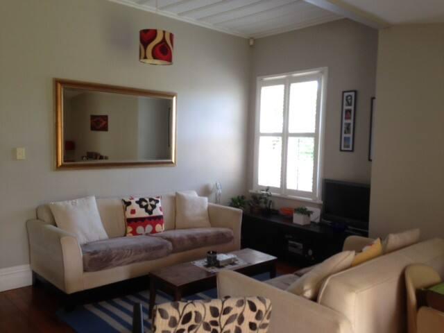 Cozy Little room in cute Mt Albert Villa - Auckland - Talo