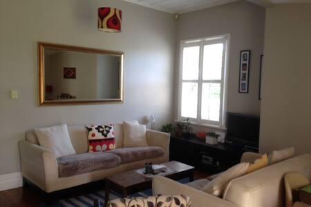 Cozy Little room in cute Mt Albert Villa - Auckland - Huis