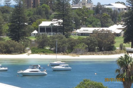 GREAT VIEWS GREAT LOCATION GREAT LIFESTYLE - East Fremantle