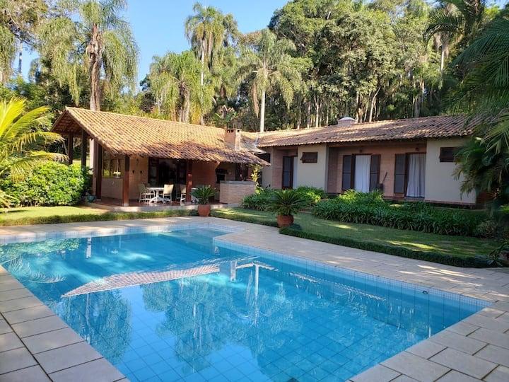 Veleiros de Ibiúna, 4 suítes, 3500m, piscina, wifi
