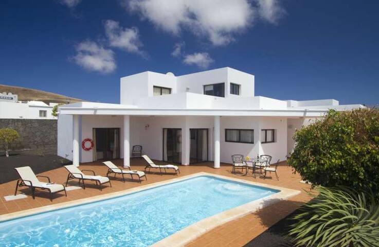 Villa ZABLANTRI in Playa Blanca for - Platja Blanca - Casa de camp