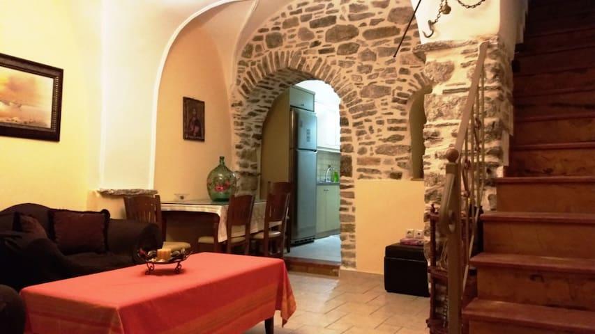 Παραδοσιακό σπίτι με πέτρα-Ολόκληρο σπίτι 5κρεβ.