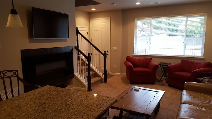 New Townhome at Littleton Village - Littleton - Apartemen