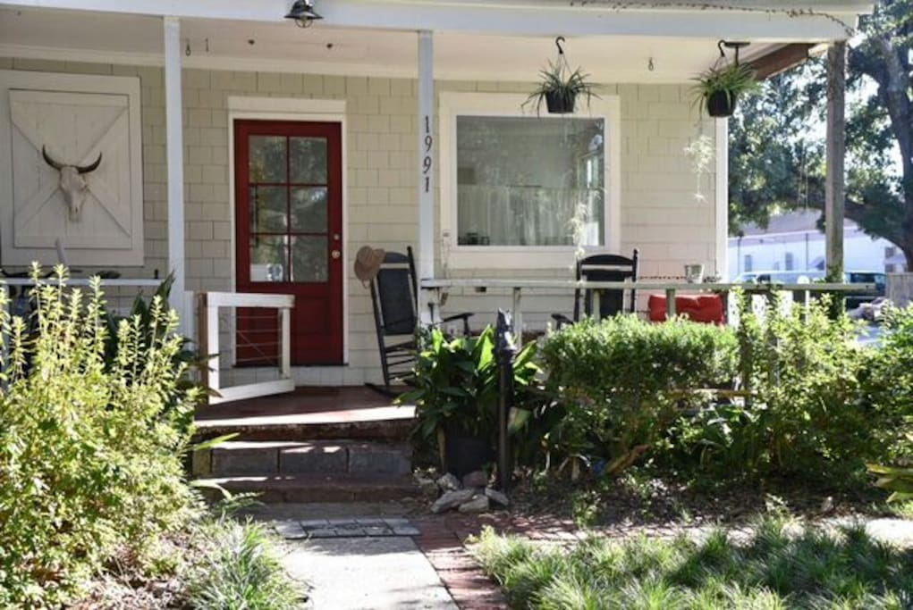 Small Dog Friendly.  Enclosed front porch