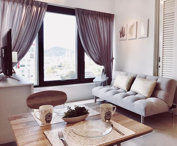 The White | Central Georgetown Cozy Suite