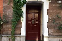 Easy access to the apartment, with light which swith on automatically in the evening.