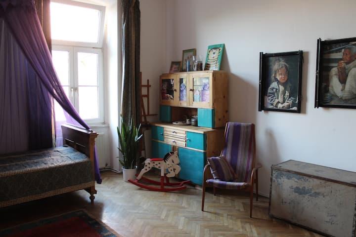 Zentrales ruhiges 24 m² Altbauzimmer mit Frühstück
