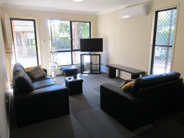 Large room with A/C and private bathroom - Yeronga