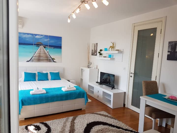 Belville apartment with private parking