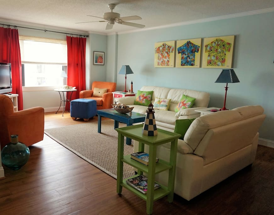 Living room with plenty of space to relax and enjoy spending time with your family and friends