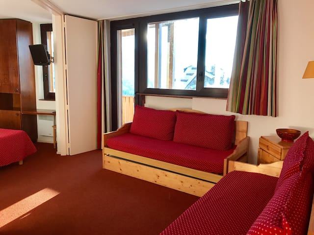 1bdr for 5, Avoriaz centre, ski in/out, balcony