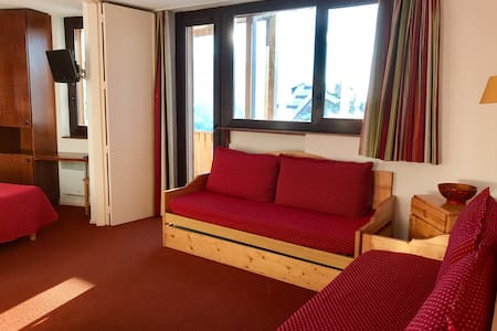 1bdr for 5 Avoriaz centre, ski in ski out, balcony