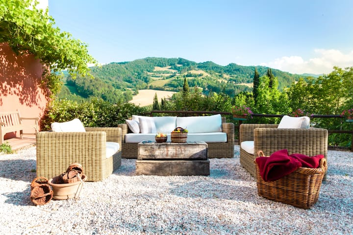 Torre Fantini: private villa for 6 with great pool