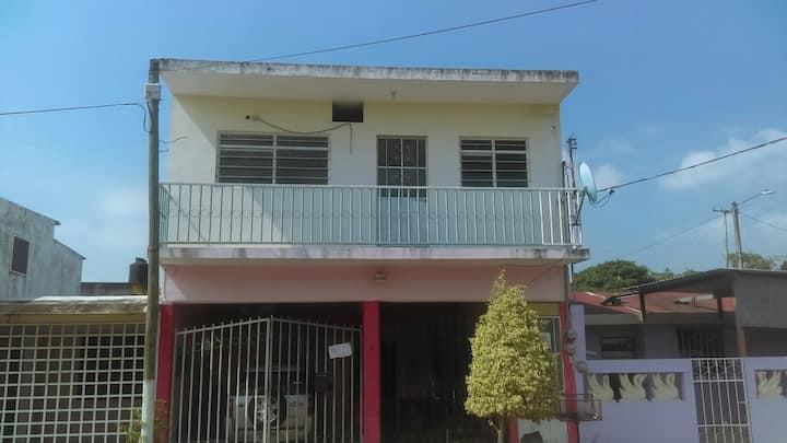 Casa VACÍA, 2 cuartos, 1 baño, para renta completa
