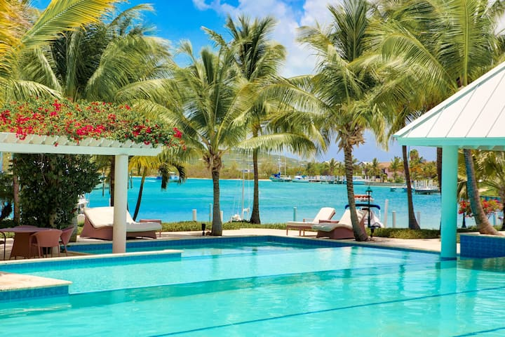 2 bedroom, 2 bathroom Marina View Yacht Club - Providenciales