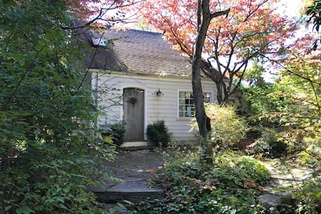 Armonk 3 Bedroom Private Cottage - Armonk