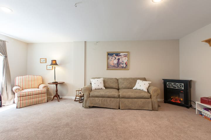 50% off Large Sunny Beautiful Downstairs Apartment