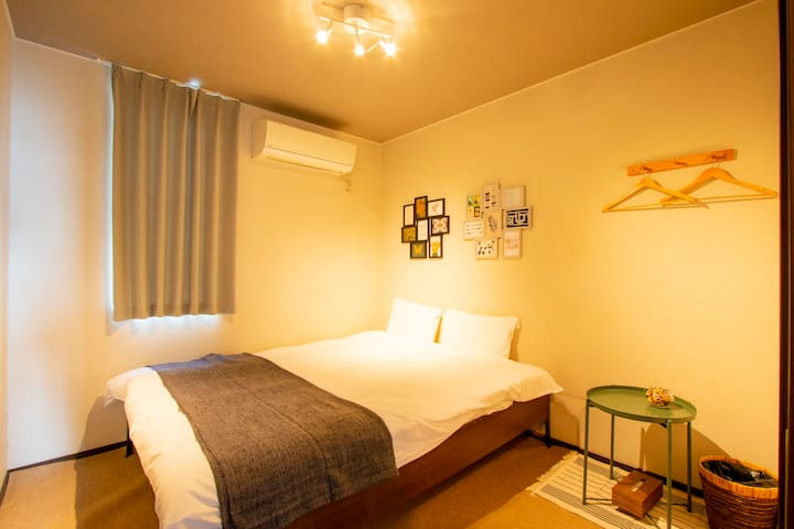 【5 min from Station】Cozy room with a double bed.