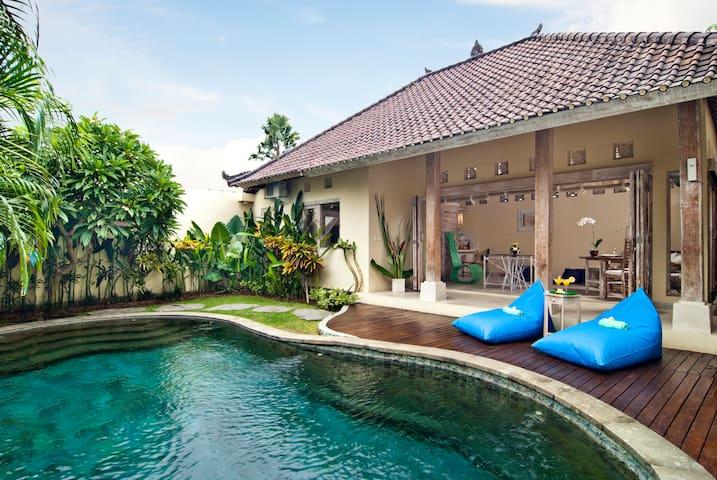 Villa Domus Dua 1Km from Seminyak Beach