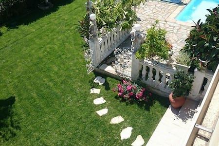 villa avec piscine / jacuzzi /8 min de la plage - Borgo - Villa - 2