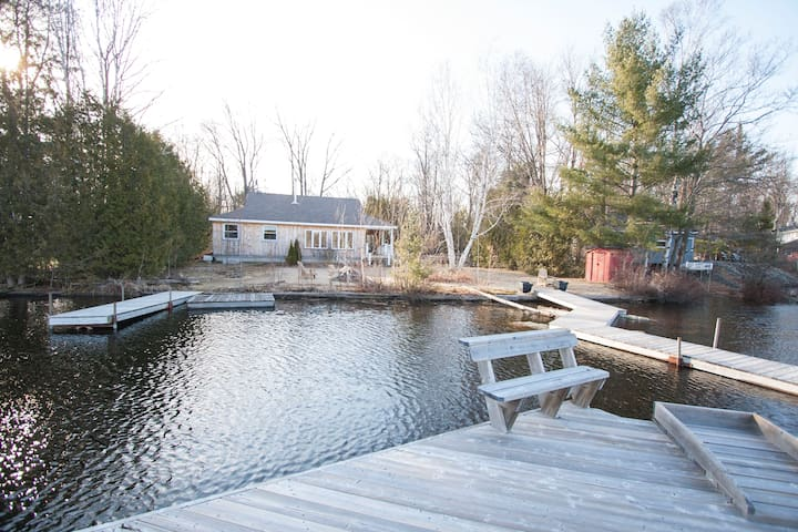 Golden Luck Cottage - Private Lake - Washago - Cottage