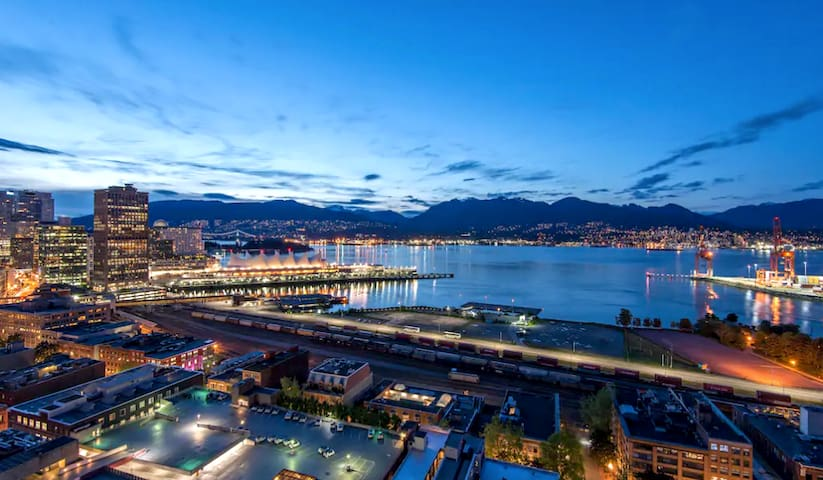 DOWNTOWN VANCOUVER MILLION DOLLAR VIEW 1BR