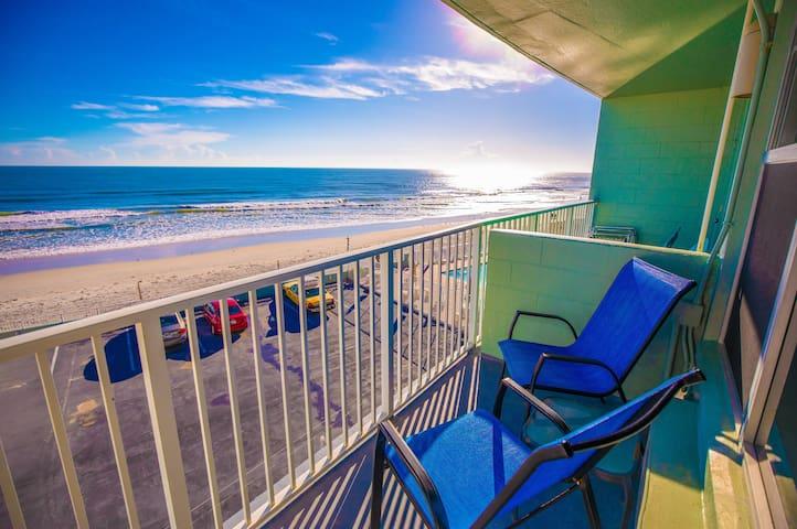 Beautiful Direct Oceanfront Balcony Studio