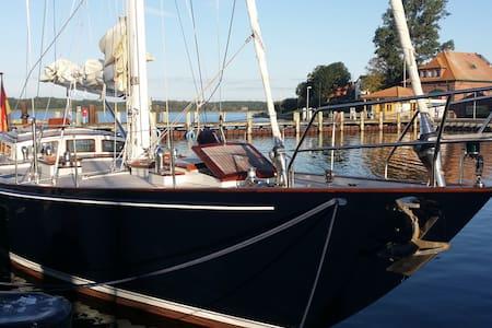 Übernachtung auf 18-Meter-Yacht - Båt