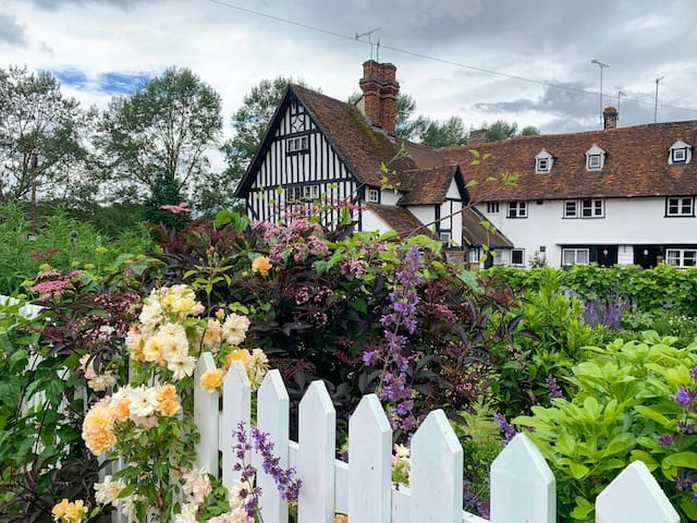 Authentic Tudor Cottage in the centre of Eynsford.