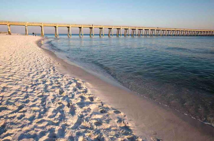3 Min To Florida's White Sandy Beaches!