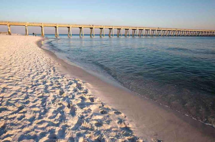 3 Min To Florida's White Sandy Beaches!