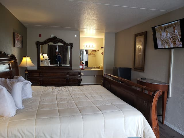 King Mini Suite - Branson King Resort and Suites