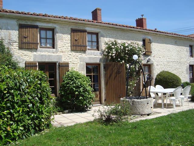 Les Trois Puits Charentais house near La Rochelle