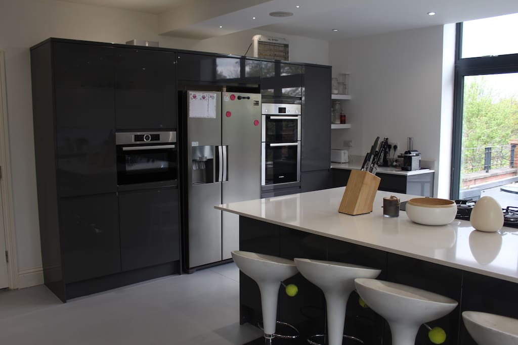 Built-in appliances including double oven, microwave and American Fridge/Freezer