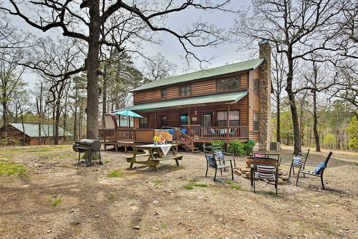 Beavers Bend State Park Cabin w/Hot Tub & Fire Pit